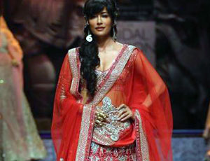 Bridal finery, Bollywood style| 2