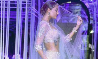Bridal finery, Bollywood style| 3