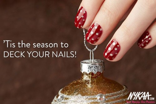 'Tis the season to deck your nails!