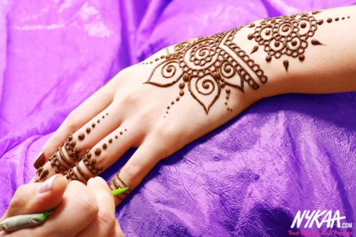 Say it with <i>Mehendi</i> this <i>Karwa Chauth</i>
