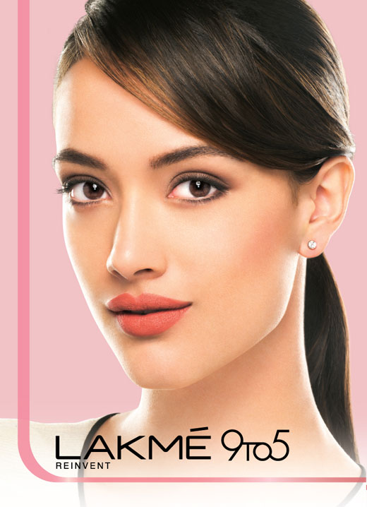 All day glam with Lakme 9 to 5 Weightless Mousse Foundation| 2