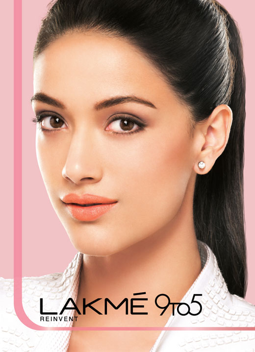 All day glam with Lakme 9 to 5 Weightless Mousse Foundation - 13