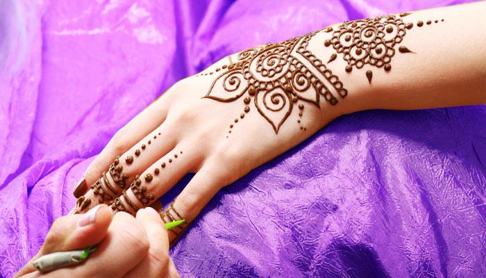 Say it with <i>Mehendi</i> this <i>Karwa Chauth</i> - 1