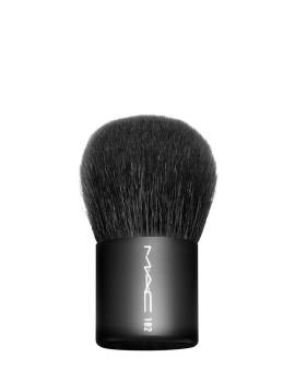 M.A.C Buffer Brush - 182