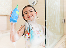 WOW Skin Science Kids Green Apple 3 in 1 Tip to Toe Wash - Shampoo + Conditioner + Bodywash step2
