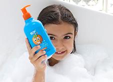 WOW Skin Science Kids Orange 3 in 1 Tip to Toe Wash - Shampoo + Conditioner + Bodywash step2