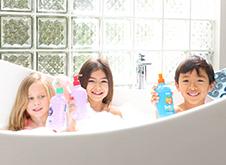 WOW Skin Science Kids Peach 3 in 1 Tip to Toe Wash - Shampoo + Conditioner + Bodywash step2
